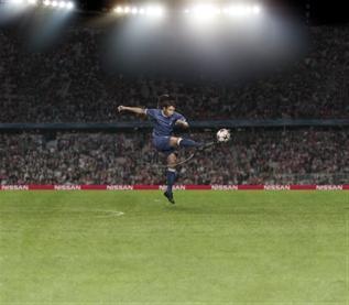 Nissan приветствует «звезд» Лиги чемпионов UEFA Андреаса Иньеста и Тьяго Сильва - новых посланников бренда